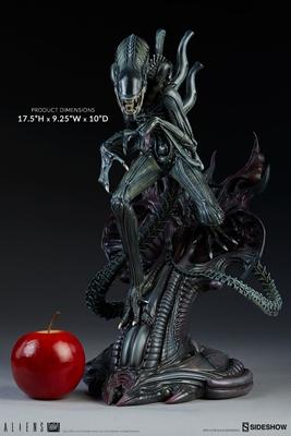 alienwarriorstatue
