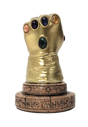 Picture of Avengers Infinity Gauntlet Marvel Comics Desk Monument