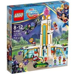 Picture of LEGO DC Super Hero Girls Super HEro High School with Lena Luthor, Poison Ivy and Supergirl 712 Pcs
