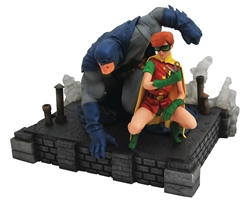 Picture of Batman and Carrie Dark Knight Returns DC Gallery Deluxe PVC Figure